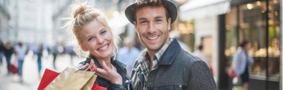 Kundenrückgewinnung, glückliche Kunden Mann und Frau